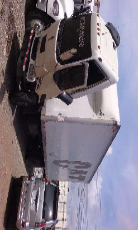 Camión 26 pies con cajeta cerrado